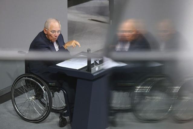 El ministro alemán de Finanzas, Wolfgang Schauble, da un discurso durante el debate y votación sobre el tercer rescate a Grecia.