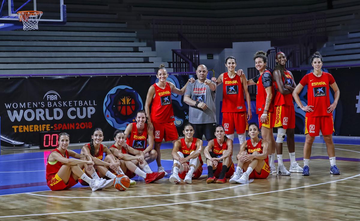 La selección femenina posa en Tenerife horas antes de iniciar el Mundial