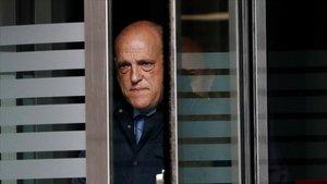 Tebas abandona el Palacio de Justicia de Navarra.