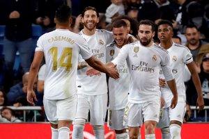 Los jugadores del Madrid celebran el tercer gol ante el Leganés.