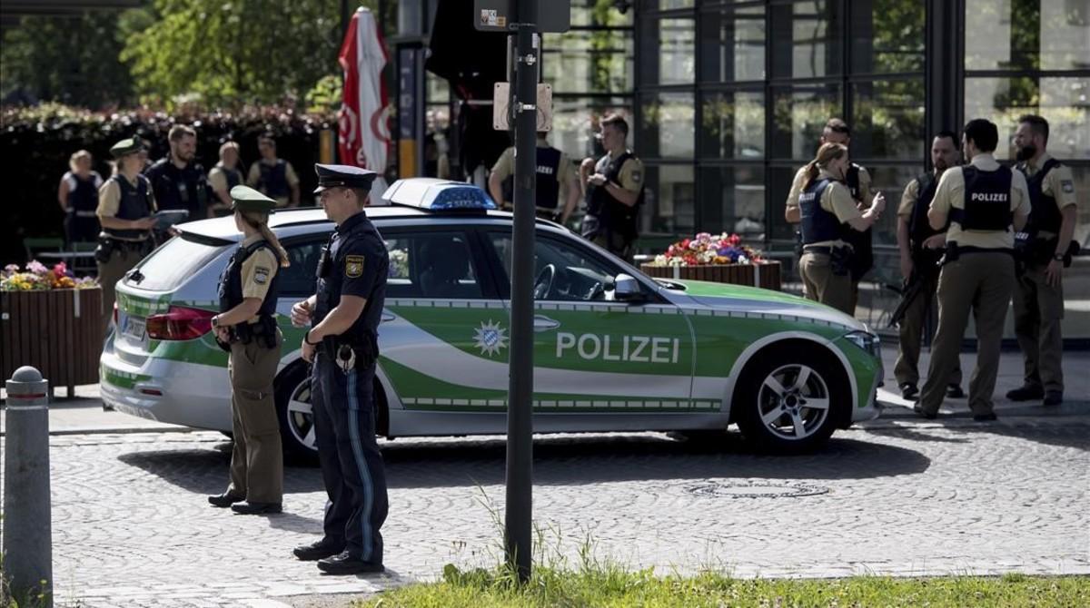 Despliegue policial en la estación de tren donde se ha producido en tiroteo,