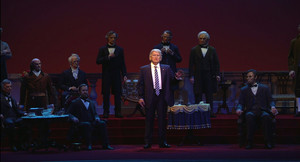 El 45 presidente de los EEUU, Donald Trump, en el centro del escenario del Salón de los Presidentes de Disney Wolrd,. en Orlando