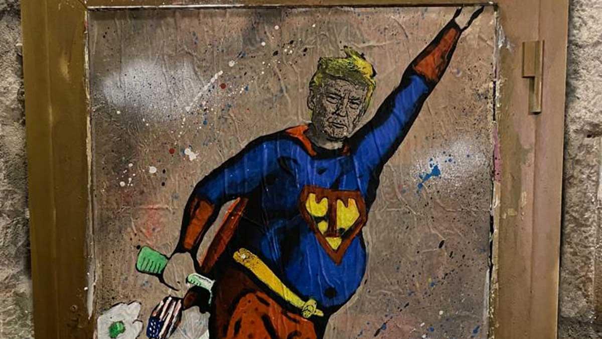 TvBoy pinta a un Donald Trump superhéroe en su última obra.
