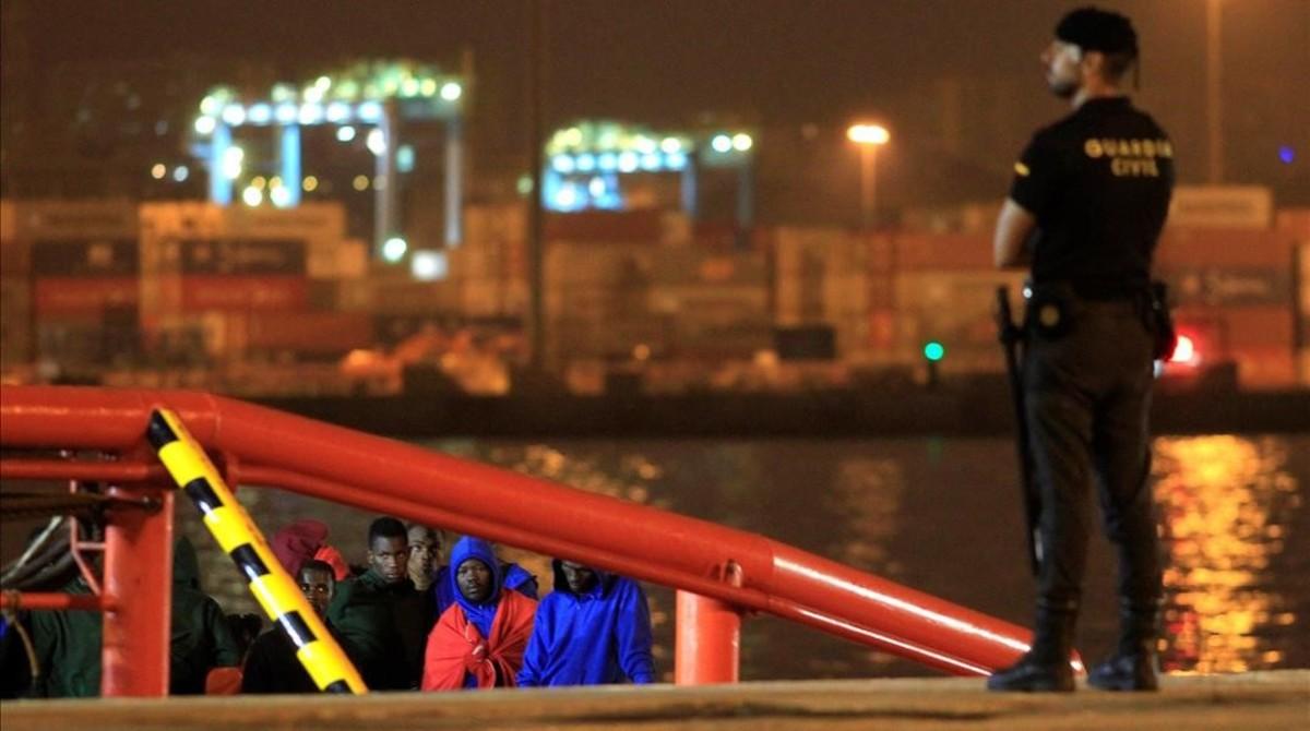 Llegada del barco de Salvamento Marítimo a Algeciras.