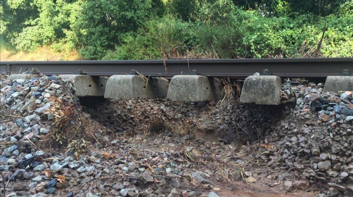 Un aiguat causa inundacions a la Garriga i talla la via del tren