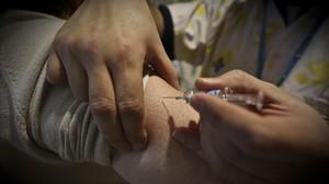 Vacunación contra la gripe en un CAP de Barcelona.