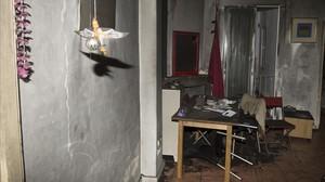 La vivienda donde vivía la anciana fallecida por un incendio provocado por una vela.