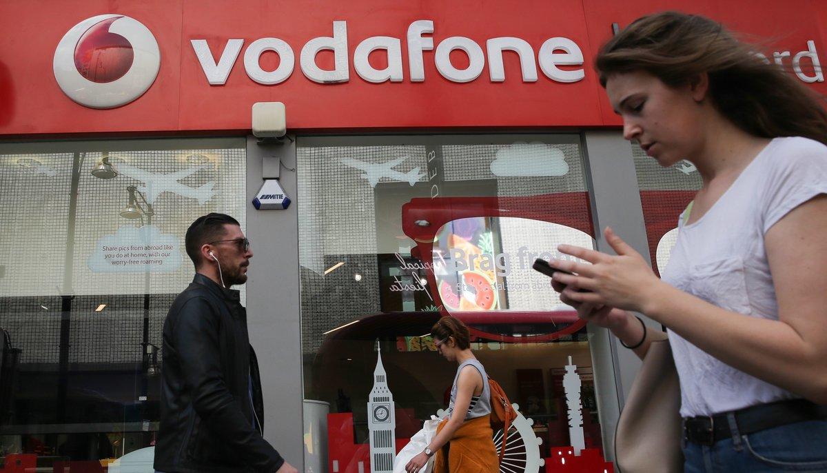 Vista de una tienda de la multinacional Vodafone.