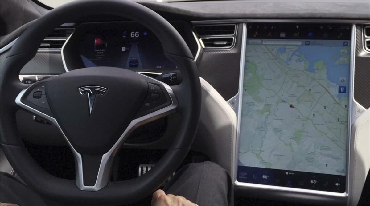 El volante de un vehículo en una imagen de archivo.