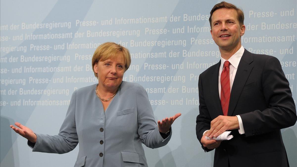 Angela Merkel y el portavoz del Gobierno, Steffen Selbert.