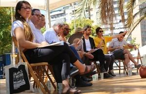 Debate sobre la Meridiana en la plaza de los Jardins dElx, este sábado por la mañana.