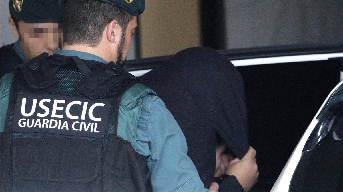 Guardias civiles trasladan a El Chicle tras declarar ante la jueza.