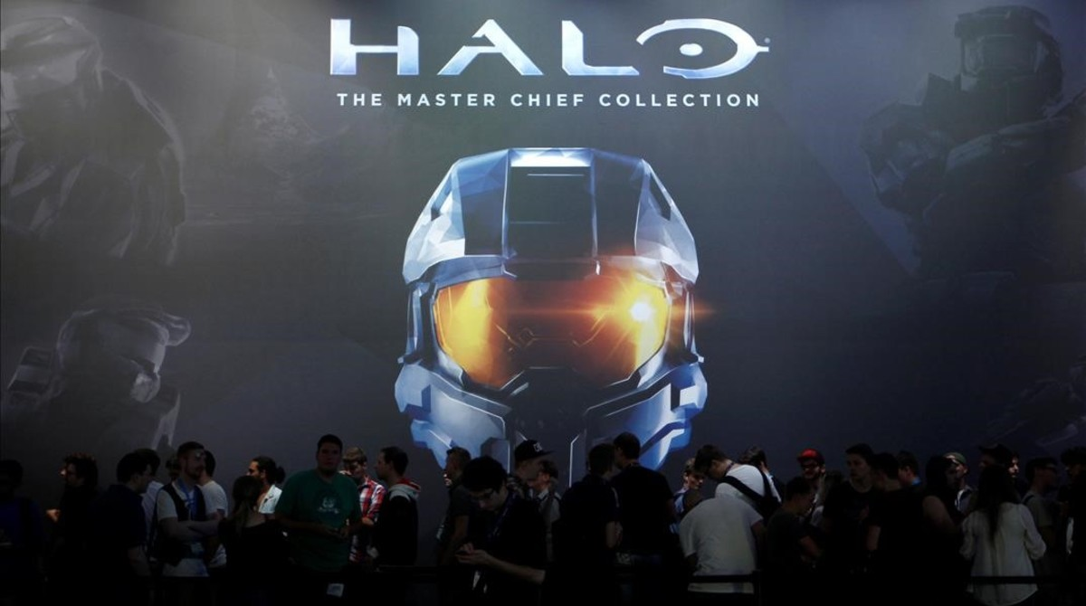 Visitantes en la exposición de Halo: the master chief collection llevada a cabo en la Gamescom de Alemania en el 2014.
