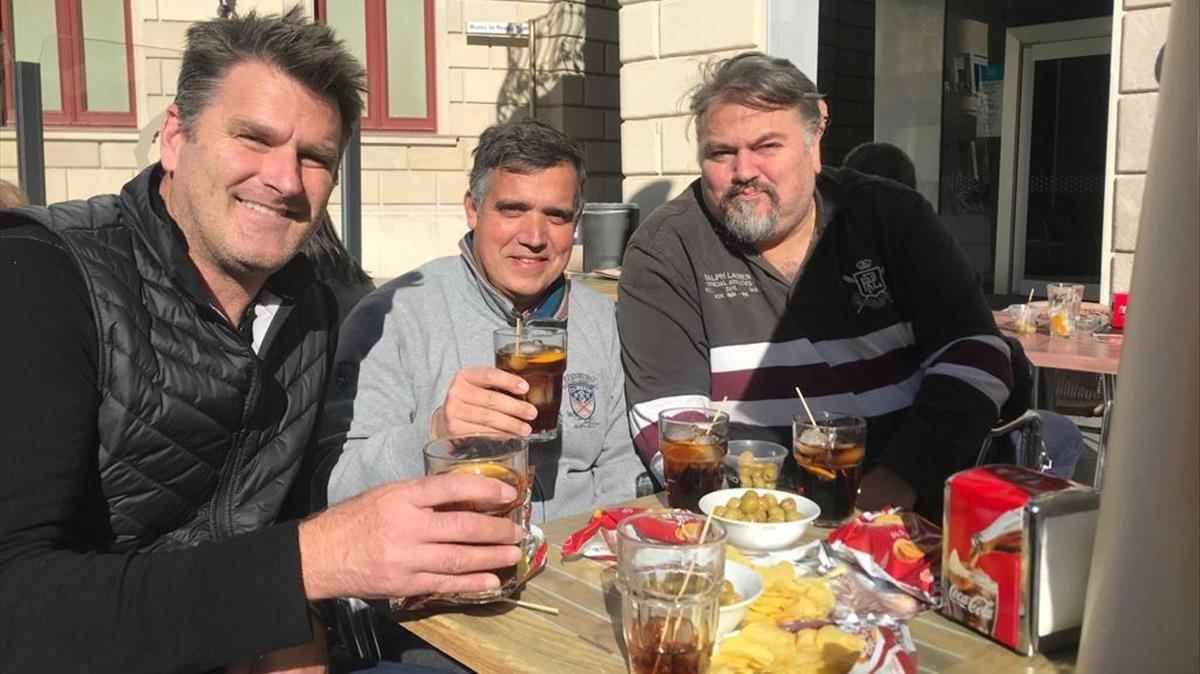 Los norteamericanos Clifton y Curt Onalfo, en la terraza de un bar de Reus.