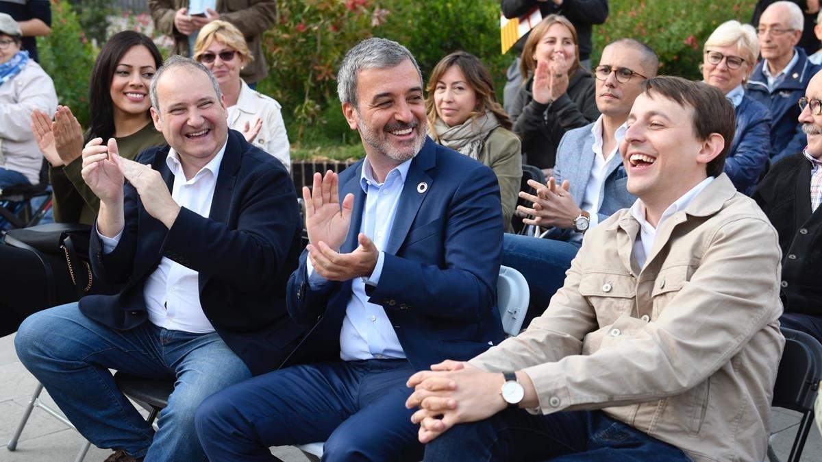 Jaume Collboni y el eurdiputado Javi López, en el distrito de Les Corts, donde han presentado el programa para la gente mayor.