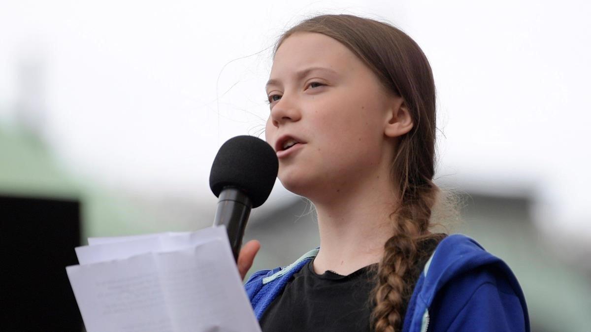 La activista sueca Greta Thunberg pronuncia un discurso durante la protesta contra el cambio climático en Estocolmo, este viernes 24 de mayo.