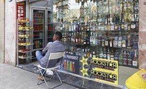 Catalunya obliga des d'avui els comerços de 24 hores a tancar de 22.00 h a 7.00 h per evitar la venda d'alcohol