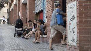 Els veïns pateixen la falta de mitjans davant de les ocupacions 'professionals' d'immobles