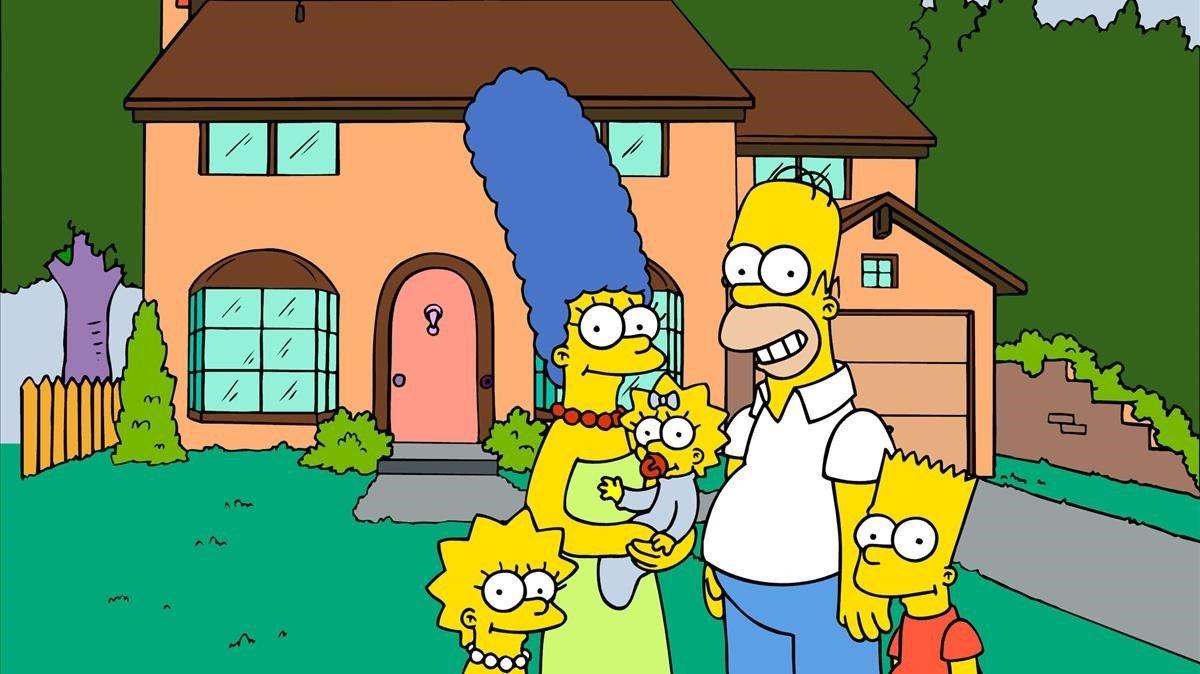 Los protagonistas de la serie de dibujos animados 'Los Simpson' frente a su casa.