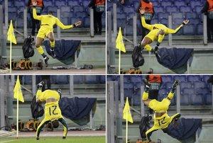 La voltereta antifascista de Olivier Ntcham tras el 1-2 a la Lazio.