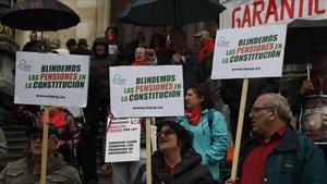 Pensionistas en una concentración convocada en Bilbao
