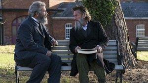 Mel Gibson y Sean Penn en 'Entre la razón y la locura'.