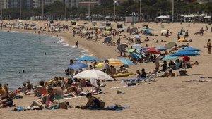 Revetlla a la costa de Girona: platges obertes