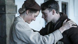 Vicky Krieps yLeonard Scheicher en 'El submarino (Das boot)'.