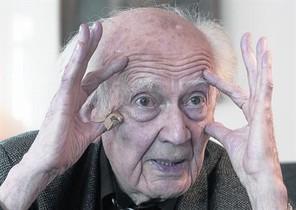Zygmunt Bauman,amb els ulls benoberts, dijous passat,a Madrid.