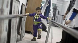 Un centro médico de Gaza ofrece prótesis gratuitas a los mutilados por los bombardeos