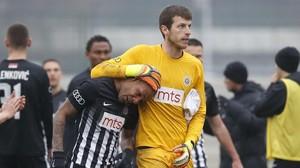 """Un futbolista brasiler s'ensorra pels crits racistes de """"mico, mico"""" a Sèrbia"""