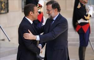 Emmanuel Macron recibe a Mariano Rajoy