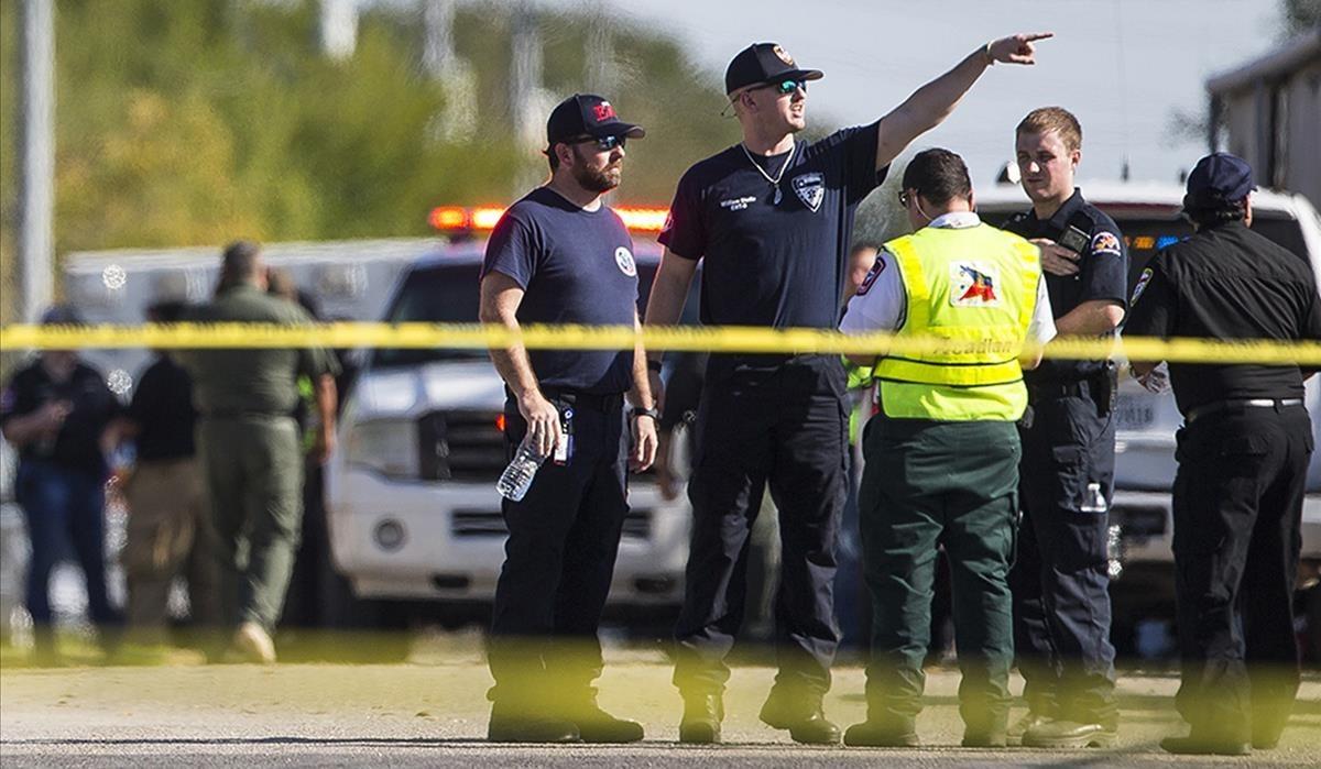 zentauroepp40832304 law enforcement officials work the scene of a fatal shooting171105224456