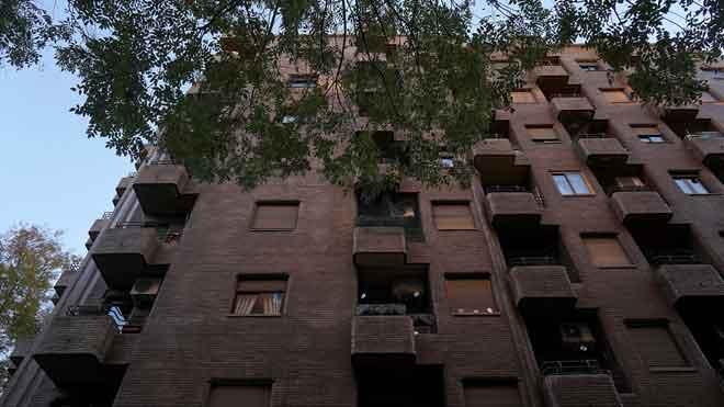 Una dona que anaven a desnonar se suïcida tirant-se des del seus pis a Madrid.
