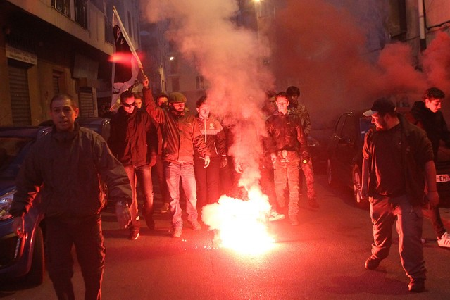 Manifestantes corsos marchan hacia la prefectura en Ajaccio.