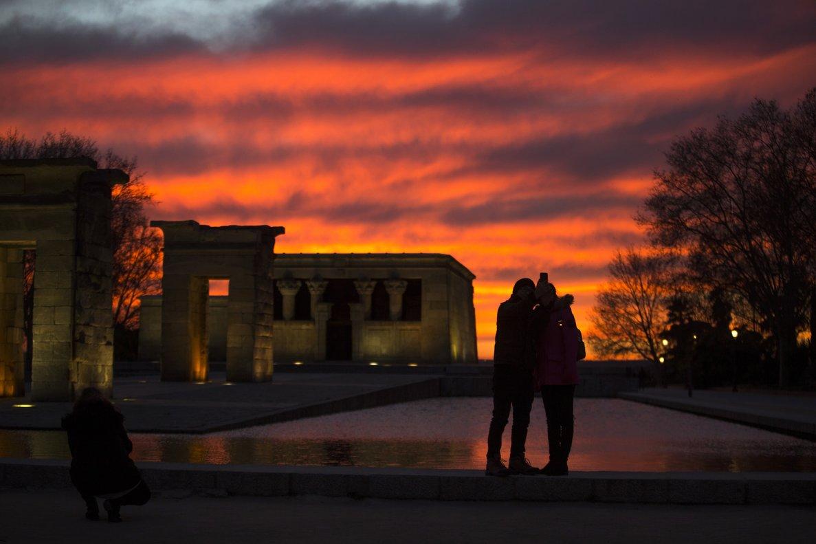 Una pareja se hace un selfie en el Templo de Debob.