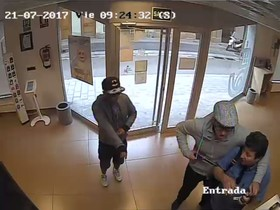 Així ha sigut l'atracament a una oficina de Correus a Sant Joan Despi
