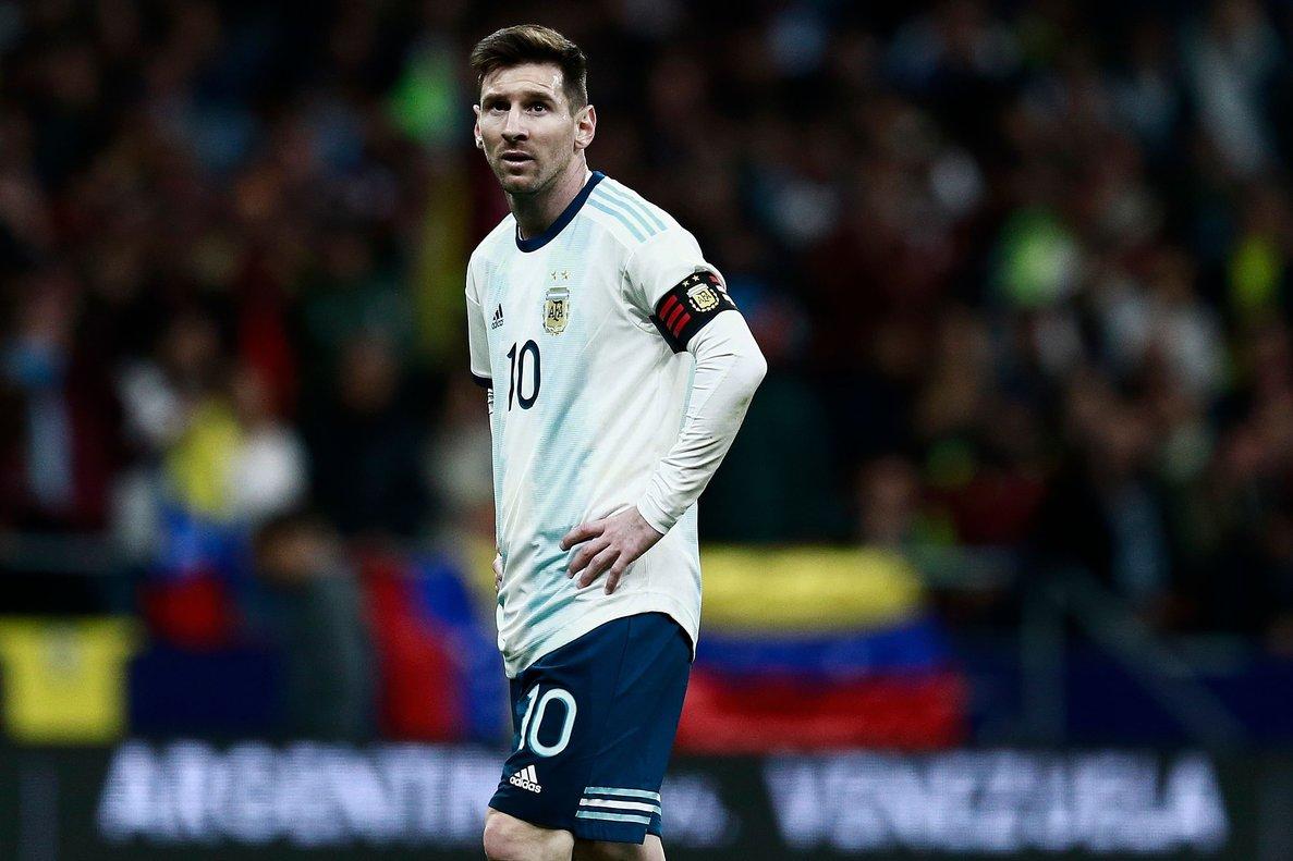 Messi se lamenta durante un momento del Argentina-Venezuela.