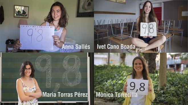 Anna Sallés y MònicaTorrecilla, dos de las cuatro chicas con mejor nota de selectividad en Catalunya, junto a Ivet Cano y Maria Torras.