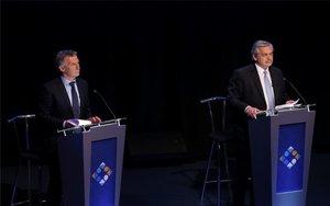 Mauricio Macri y Alberto Frenández en el debate electoral en Argentina.