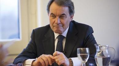 Puigdemont niega favoritismos en las contrataciones del Govern de Mas