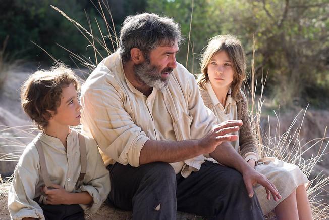 Sergi López, con Macià Arguimbau y Mariona Gomila en una escena de 'La vida lliure', la octava y última película de Marc Recha.