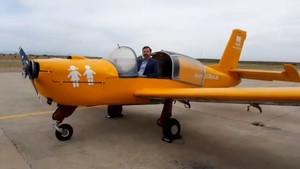 El presidente de HazteOir.org, Ignacio Arsuaga, en el acto de presentación de la campaña del #HOBusAéreoen el Aeródromo de Casarrubios (Toledo).