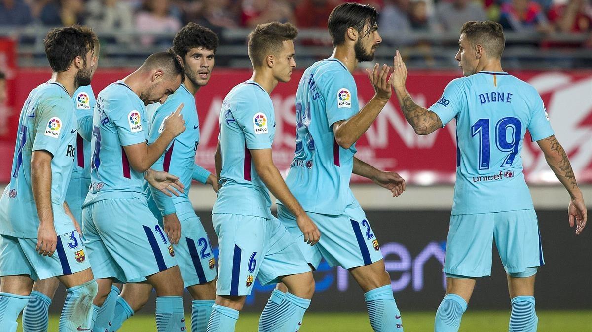 Los jugadores del Barça celebran uno de los goles al Murcia.
