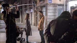 Alberto San Juan y Núria Aguade en una escena de la película Barcelona Nit dHivern rodada en Barcelona.