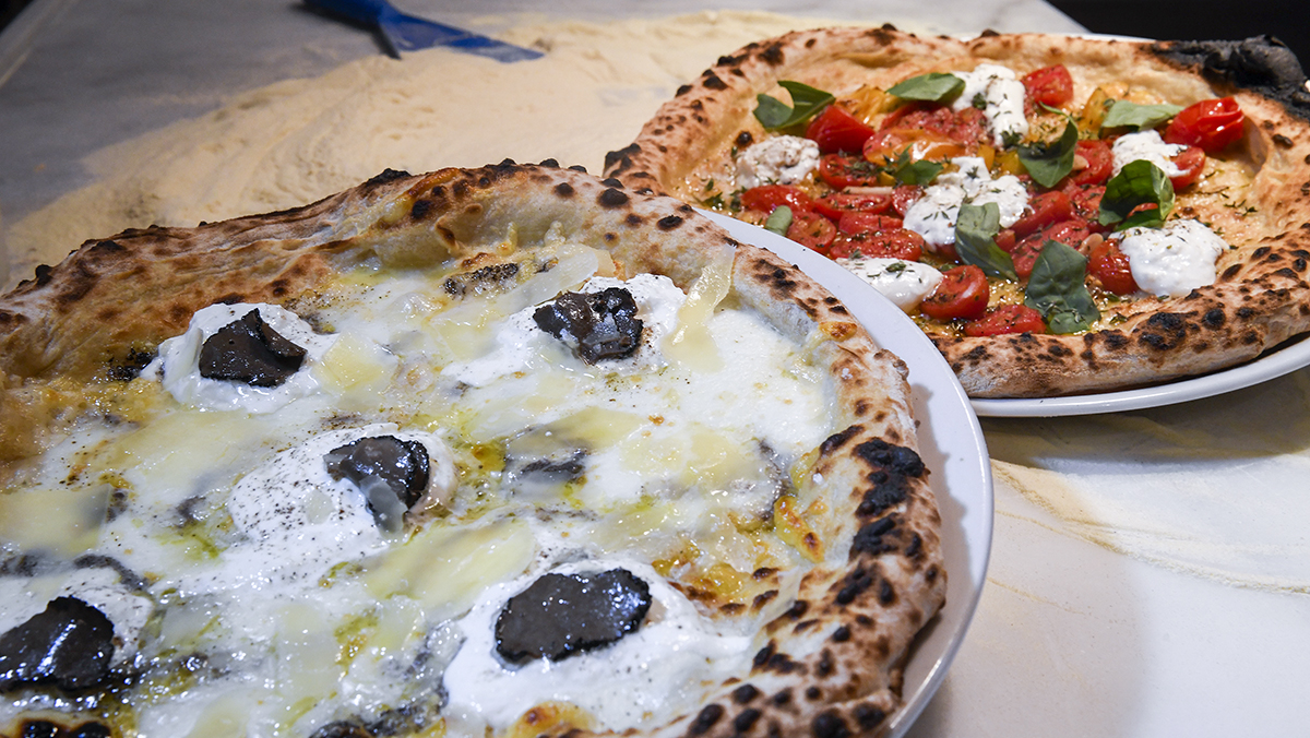Can Pizza prepara las pizzasJerry TomatoyVaya Trufa.