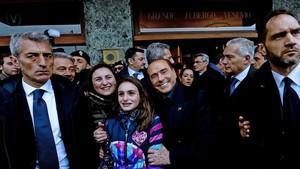 Berlusconi, a su llegada a un hotel de Nápoles, este sábado 3 de marzo.