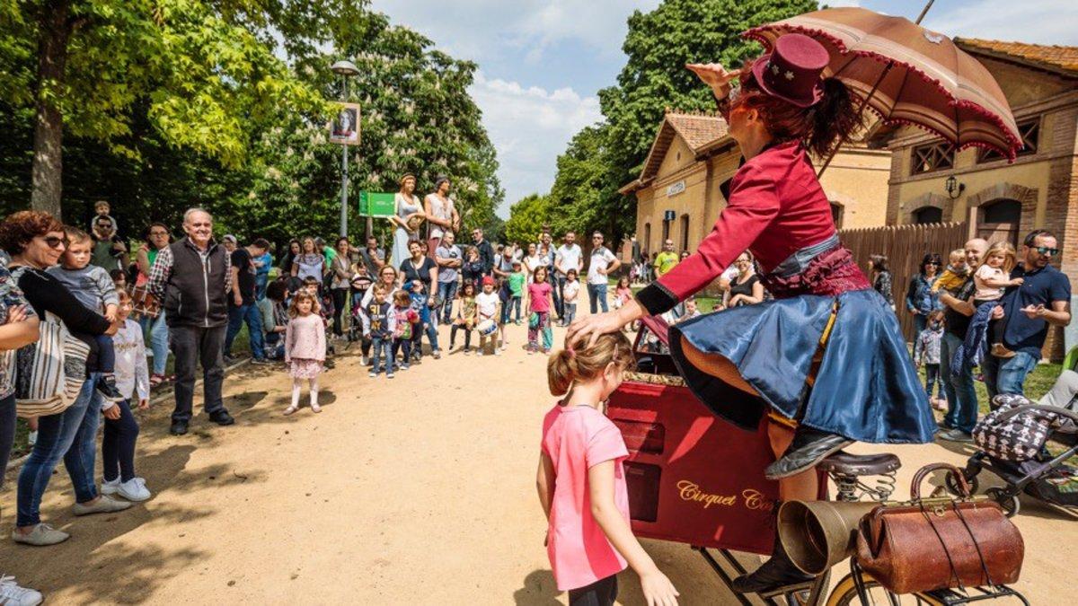 La calle Baltasar Oriol de Cornellà acogerá este domingo el espectáculo 'Tri Circ' de Cirquet Confetti