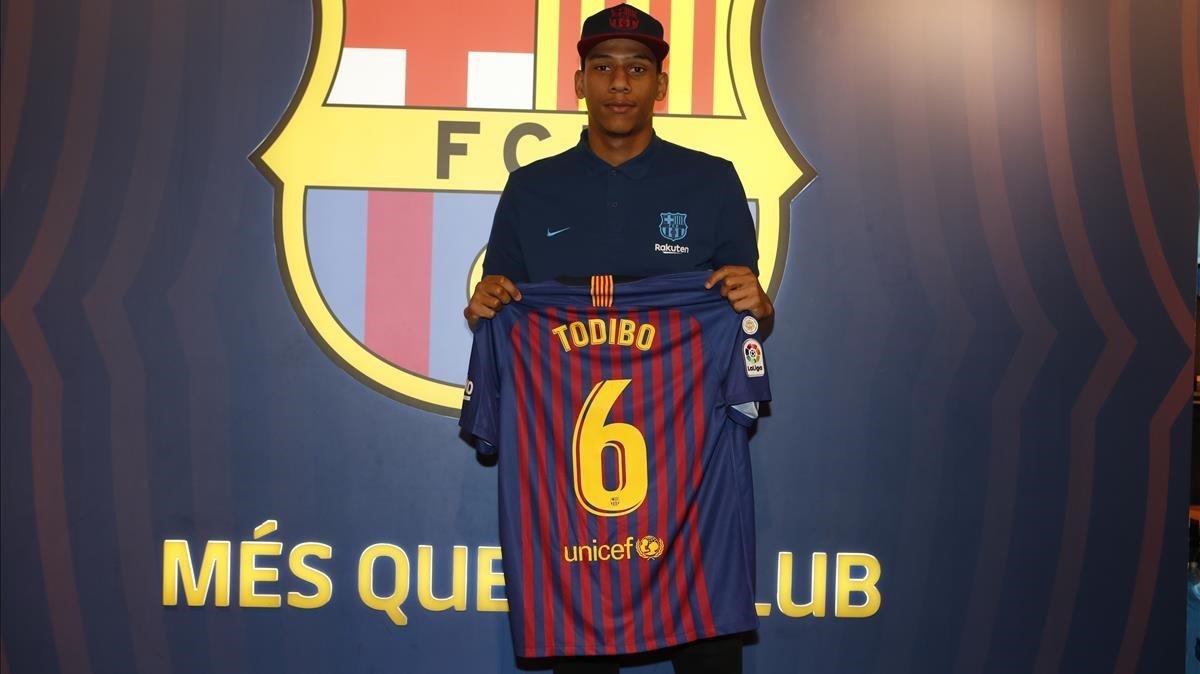 El central Todibo, con la camiseta barcelonista.