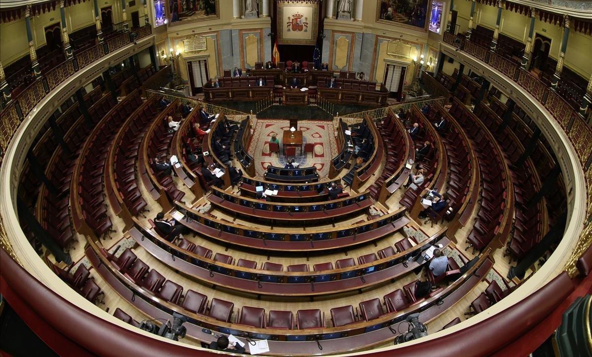 El Congreso de los Diputados, semivacío, durante la comparecencia de PedroSánchez para explicar la declaración de estado de alarma el 18 de marzo.